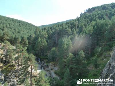 El Pico del Nevero y la Cascada del Chorro, rutas a pie por la sierra de madrid; bastones de senderi